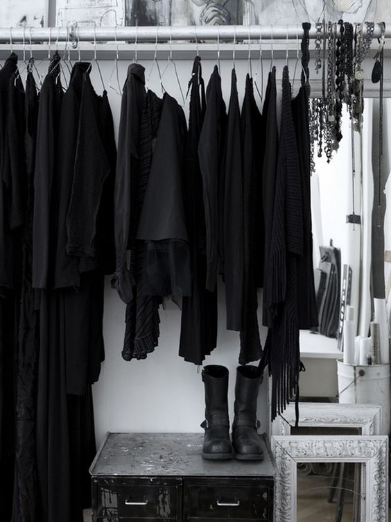 voce-sabia-que-a-cor-preta-combina-com-30-das-pessoas-preto-basico-consultoria-imagem-estilo-00