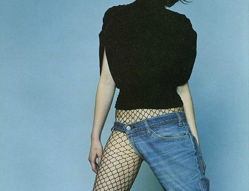 meia arrastão e jeans